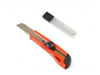 Нож универсальный с запасными лезвиями